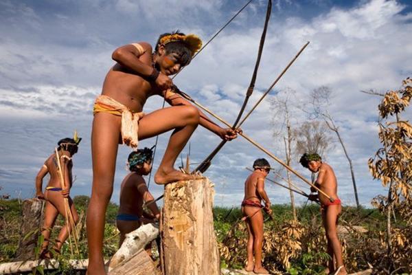 การดำรงชีวิตของ คนป่า แอมะซอน มนุษย์ผู้อาศัยในป่าดิบชื้นที่ใหญ่ที่สุดในโลก